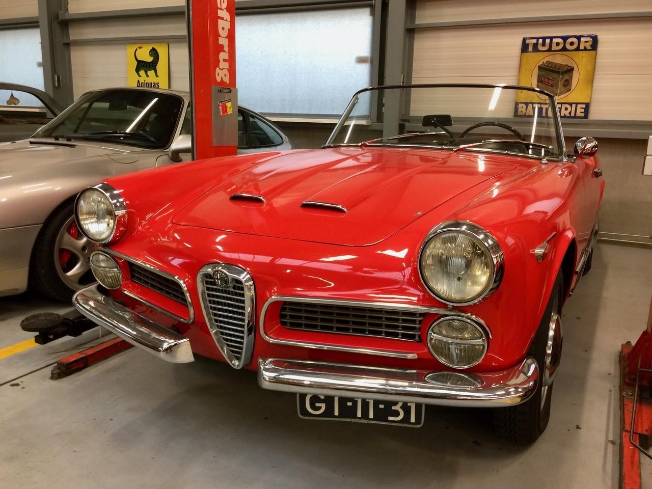 Alfa Romeo 2000 Touring Spider GT-11-31